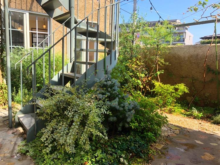 コミュニティアパートメントの中庭